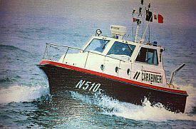 La motovedetta dei Carabinieri soccorre un motopeschereccio in avaria