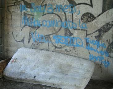 La povertà scende in piazza: a Interazioni le immagini dei senzatetto riminesi