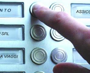 Due promotori telefonici accusati di spacciarsi per controllori staticità
