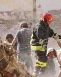 Crolla palazzina nel barese, 10 feriti. Probabile fuga di gas
