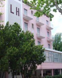 Lite in albergo a Rimini per stipendio pagato in ritardo