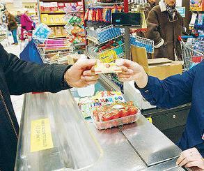 Istat: le famiglie italiane risparmiano su tutto. Consumi in forte calo