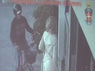 In vacanza in riviera rapinava con pistola casco e bicicletta. Arrestato