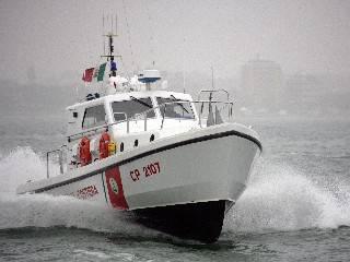 Pesca sottocosta in zona vietata. 4.000 euro di multa, sequestrata la barca