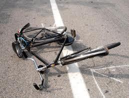 Travolto da scooter in via Settembrini. Grave 84enne in bici