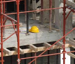 Cantieri edili non sicuri. Denunciate cinque persone, multe per 3mila euro