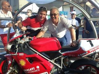 Troy Bayliss inaugura la rotatoria dedicata a lui e Ducati