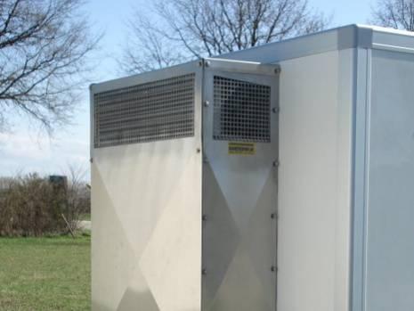 Ruba energia elettrica da cantiere edile per alimentare il furgone frigo