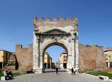 Martedì si torna a passeggiare nella Rimini del passato