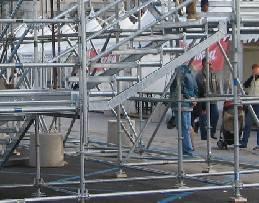 Lavoratori non in regola per montaggio palchi a Senigallia. Denunciato riminese