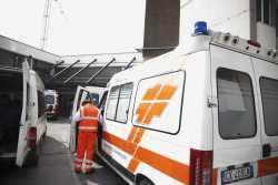 Cade dallo scooter in via Romagna. 45enne grave al Ceccarini
