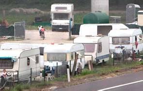 Carabinieri sgomberano campo nomadi con 12 persone al confine con Bellaria.