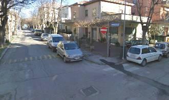 Moto contro auto in via Pisacane. 37enne grave al Ceccarini