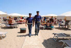 Predone della spiaggia arrestato da agente fuori servizio