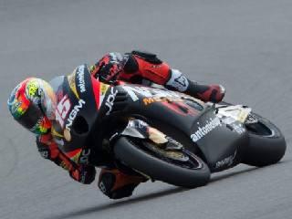 Moto2. Alex De Angelis cade al 3° giro al Mugello