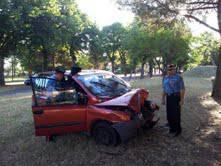 San Giovanni: ladri inseguiti dai Cc si schiantano contro albero ma scappano