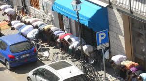 Che ne è stato degli impegni per la moschea? Renzi non abbassa il tiro