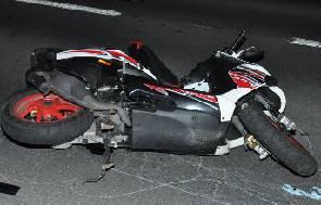 Due incidenti auto/scooter nella notte. Tre feriti in via Flaminia Conca