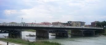 Uomo cade nel deviatore Marecchia a Rivabella. Salvato da tre poliziotti