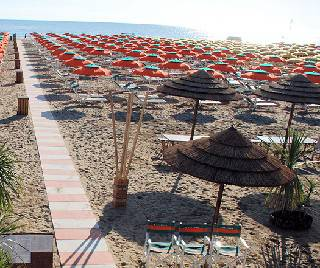 Turismo in linea con i primi sei mesi del 2011, tengono gli stranieri