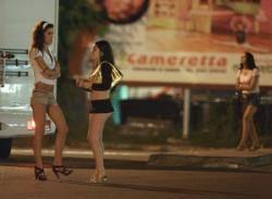 Controlli antiprostituzione: sanzioni per lucciole e clienti