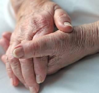 Non risponde al figlio da giorni, 86enne sola in casa con ferita alla testa