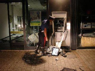Postamat esploso nella notte a Cerasolo. Ladri in fuga con i contanti
