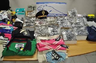 Sequestrata 30mila euro di merce firmata originale. Arrestato ecuadoregno