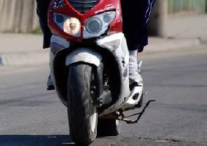 Scooterista ferito fugge da incidente. Carabinieri lo fermano a S. Giovanni