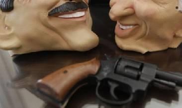 Assale tabaccaio con pistola giocattolo e maschera ma è messo in fuga