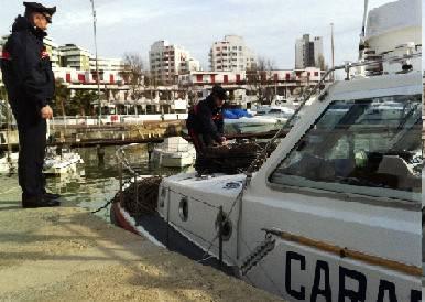 Controlli su barche e pescato: sequestrate attrezzature e molluschi