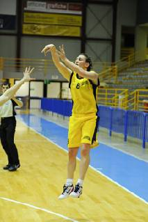B donne. Basket Cervia-Progetto Femminile Faenza 74-65