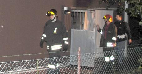 Incendio in garage usato come alloggio. Evacuata palazzina
