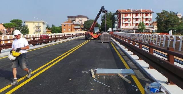 Il ponte Coletti si veste a festa. Ultimi interventi prima della riapertura