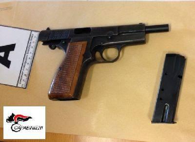 Pistola abbandonata in un campo: non censita. Accertamenti dei Ris