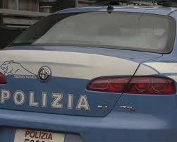 Nervoso e agitato davanti agli agenti, in auto con mazza da baseball e cocaina
