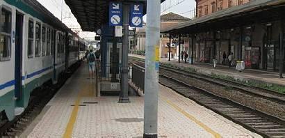 Treno merci fuori binari a Forlì. Traffico ferroviario bloccato in Romagna