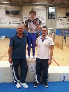Simone Di Lorenzo con gli allenatori Pellizzola e Di Pumpo