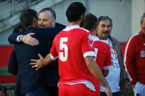 L'abbraccio tra il presidente De Meis ed il DG Palmas
