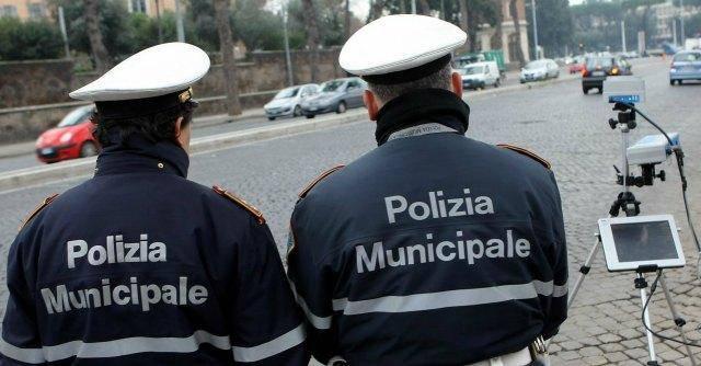 Offese agenti della Municipale: dopo le scuse, il risarcimento economico