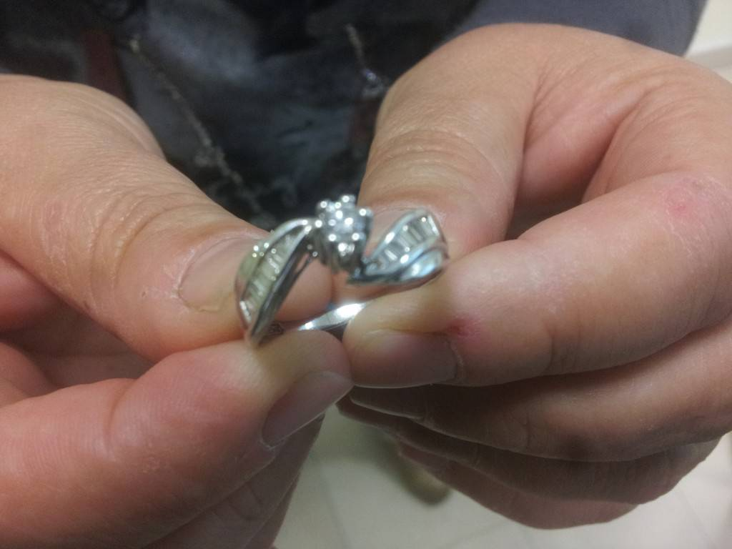 Risultati immagini per anello prezioso