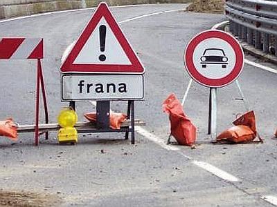 Frane. Chiuso al traffico pesante tratto Leontina