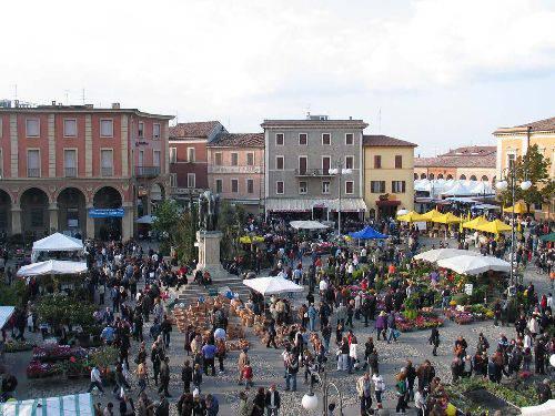 A Santarcangelo novità per la differenziata nei mercati e attività del centro