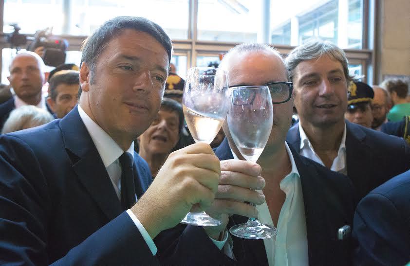 Renzi brinda al turismo dell'Emilia Romagna