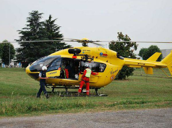 Cade in bici in via Piemonte. 78enne in elisoccorso al Bufalini