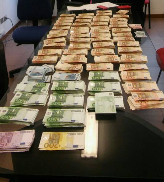Soldi in casa dell 39 anziano defunto polizia municipale - Soldi contanti a casa ...