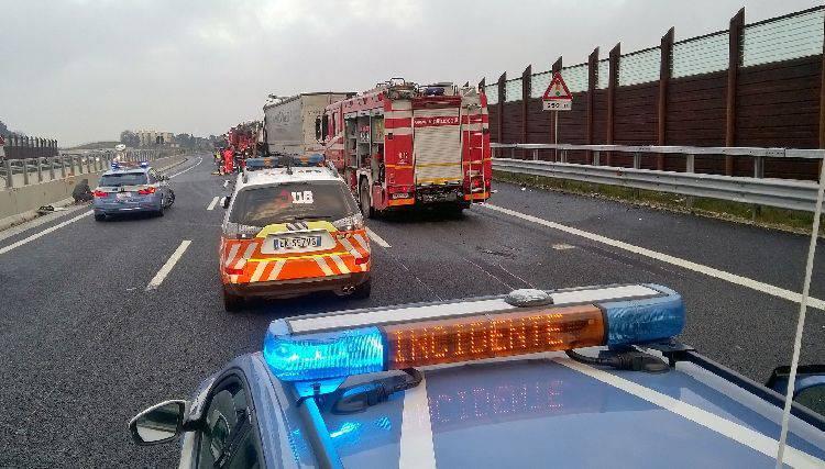 Grave incidente sull'A14 ad un km da Rimini Sud (gallery)