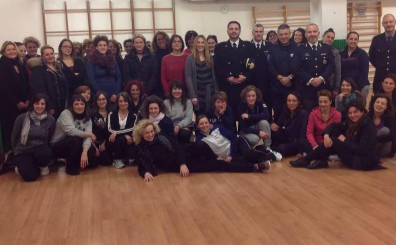 50 donne al corso di autodifesa di Comune di Rimini, Carabinieri e Polizia