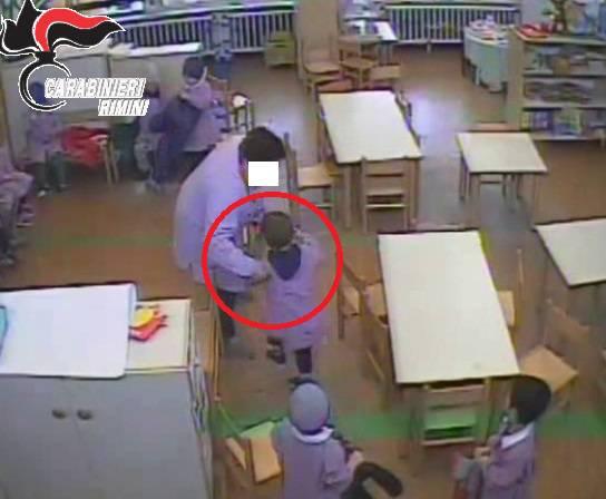 La maestra arrestata per maltrattamenti: