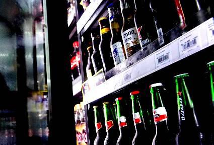 Vendita alcol fuori norma, esercizio sospeso per 15 giorni